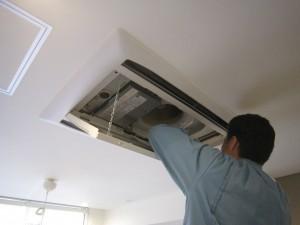 天井カセットエアコン内部点検